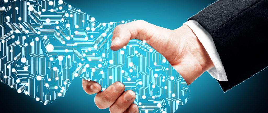 homme d'affaire serrant la main à un partenaire numérique dans un fond bleu